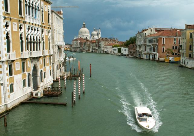 Photo Balade en bateau au coucher de soleil à Venise
