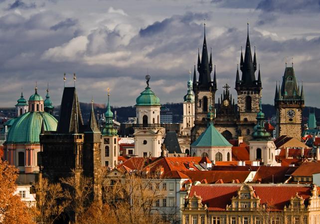 Photo Visite guidée de Prague à pied, en tramway et en bateau