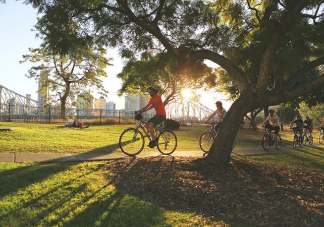 Visite guidée de Brisbane à vélo & pique-nique dans l'un des plus beaux parcs de la ville en option image 1