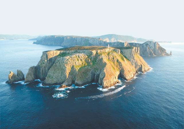 Croisière découverte le long du littoral tasmanien  – Au départ de Hobart image 1