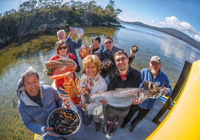 Croisière VIP en petit groupe autour de l'île Bruny : pêche et dégustation de produits de la mer – Au départ de Hobart image 1