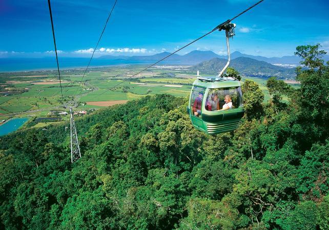 Excursion d'une journée à Kuranda : téléphérique, train panoramique & parc culturel aborigène – Au départ de Cairns image 1