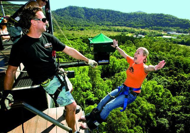 Package adrénaline : sauts à l'élastique illimités et tyrolienne géante à Cairns image 1