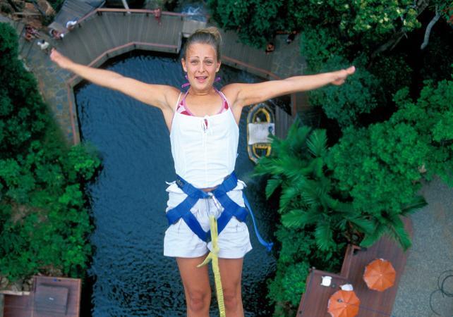 Package adrénaline : sauts à l'élastique illimités et tyrolienne géante à Cairns image 4