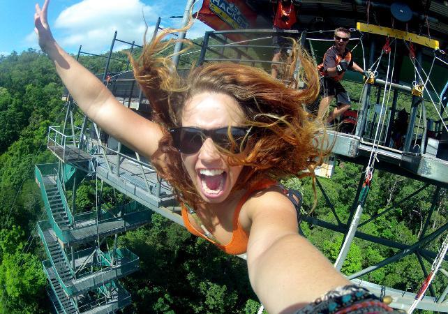 Package adrénaline : sauts à l'élastique illimités et tyrolienne géante à Cairns image 3