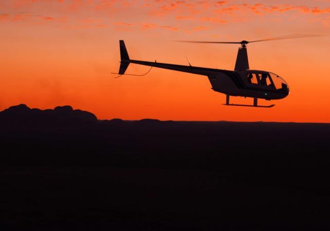 Survol en hélicoptère d'Alice Springs au coucher du soleil avec champagne à bord – 30 minutes image 1