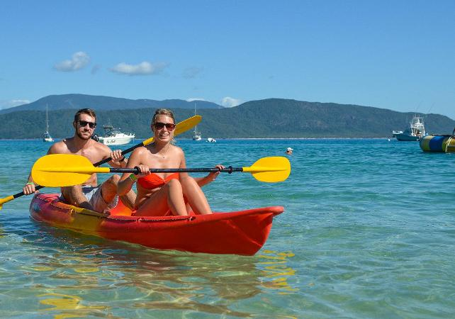 Tour en kayak & plongée avec masque et tuba à Fitzroy Island sur la Grande Barrière de Corail – Au départ de Cairns image 1