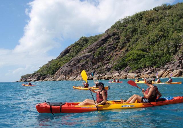 Tour en kayak & plongée avec masque et tuba à Fitzroy Island sur la Grande Barrière de Corail – Au départ de Cairns image 8