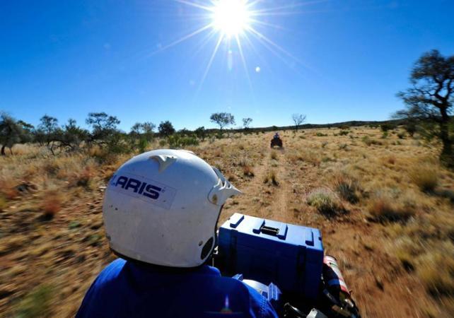 Balade en quad dans le désert - Au départ d'Alice Springs image 1
