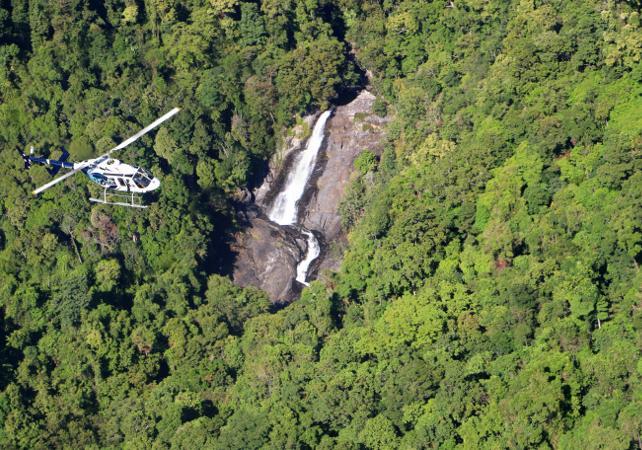 Survol en hélicoptère de la forêt tropicale et de la Grande Barrière de Corail – Au départ de Cairns image 2