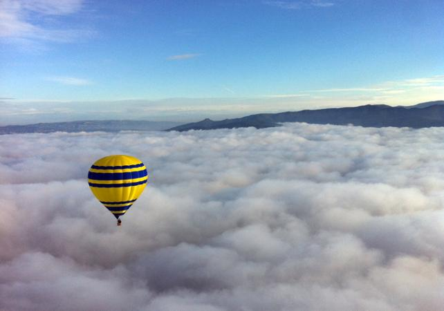 Vol privé en montgolfière: Survol de la région de Barcelone au lever du soleil - Barcelone -