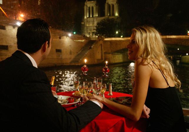 Dîner Croisière à Paris pour déclaration d'Amour - Bateaux Mouches - Paris - Ceetiz