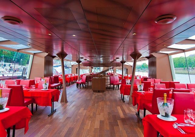 bateaux mouches dinner cruise in paris bateaux mouches 6pm. Black Bedroom Furniture Sets. Home Design Ideas