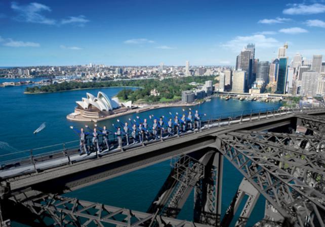 Montée jusqu'au sommet du pont de Sydney - De jour comme de nuit image 4