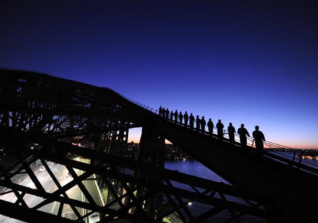 Montée jusqu'au sommet du pont de Sydney - De jour comme de nuit image 6