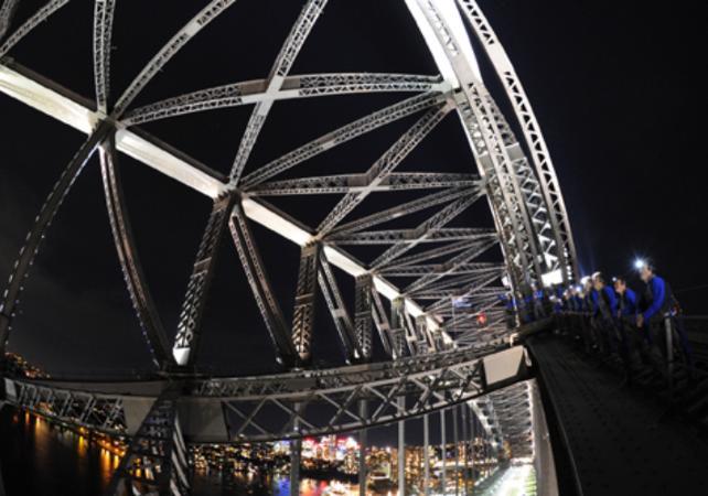 Montée jusqu'au sommet du pont de Sydney - De jour comme de nuit image 3