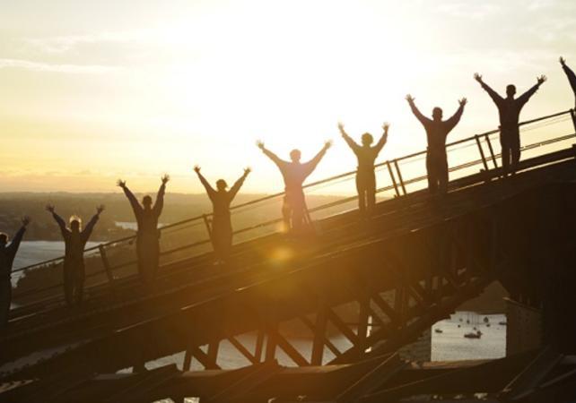 Montée jusqu'au sommet du pont de Sydney - De jour comme de nuit image 1