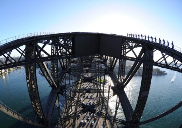 Montée jusqu'au sommet du pont de Sydney - De jour comme de nuit image 2