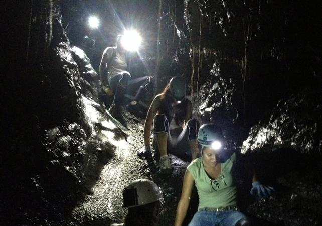 Exploration des tunnels de lave à La Réunion - La Réunion et ses sites touristiques -