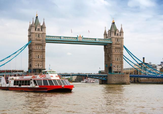 Ver la ciudad,City tours,Gastronomía,Gastronomy,Visitas en barco o acuáticas,Cruises, sailing & water tours,Comidas y cenas especiales,Special lunch and dinner,Crucero Támesis,Thames River Cruise,Crucero + almuerzo
