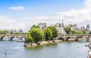 Tour of Notre Dame, Montmartre & The Louvre Museum – Skip-the-line tickets