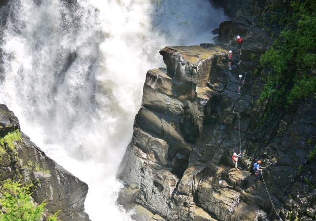 Klettersteig Quebec : Zip lining klettersteig combo in sainte anne canyon