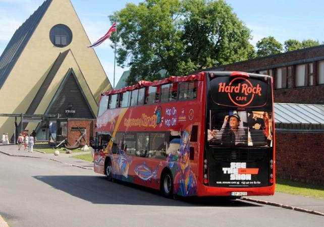 Visiter Bergen en bus à toit ouvert : tour panoramique avec arrêts multiples image 1