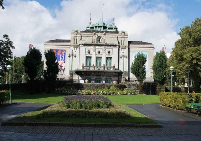 Visiter Bergen en bus à toit ouvert : tour panoramique avec arrêts multiples image 2