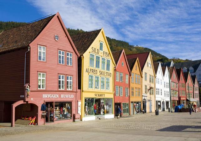 Visiter Bergen en bus à toit ouvert : tour panoramique avec arrêts multiples image 4