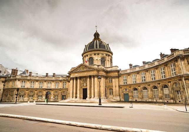 Visite guidée à pied au cœur de Saint Germain des Près - Paris -