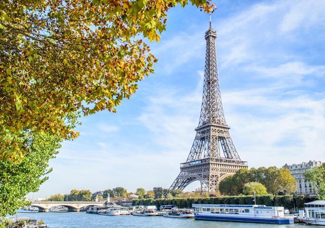 Visite guidée de la Tour Eiffel accès au 2ème étage avec billet coupe-file