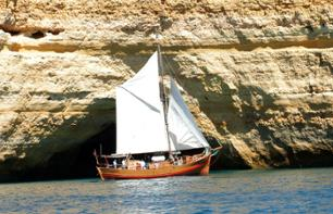 Sailing boat cruise at sunset - Algarve coasts - Albufeira
