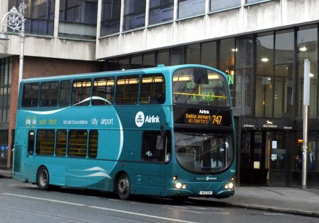 Transfert en navette depuis le centre ville vers l'aéroport de Dublin image 1