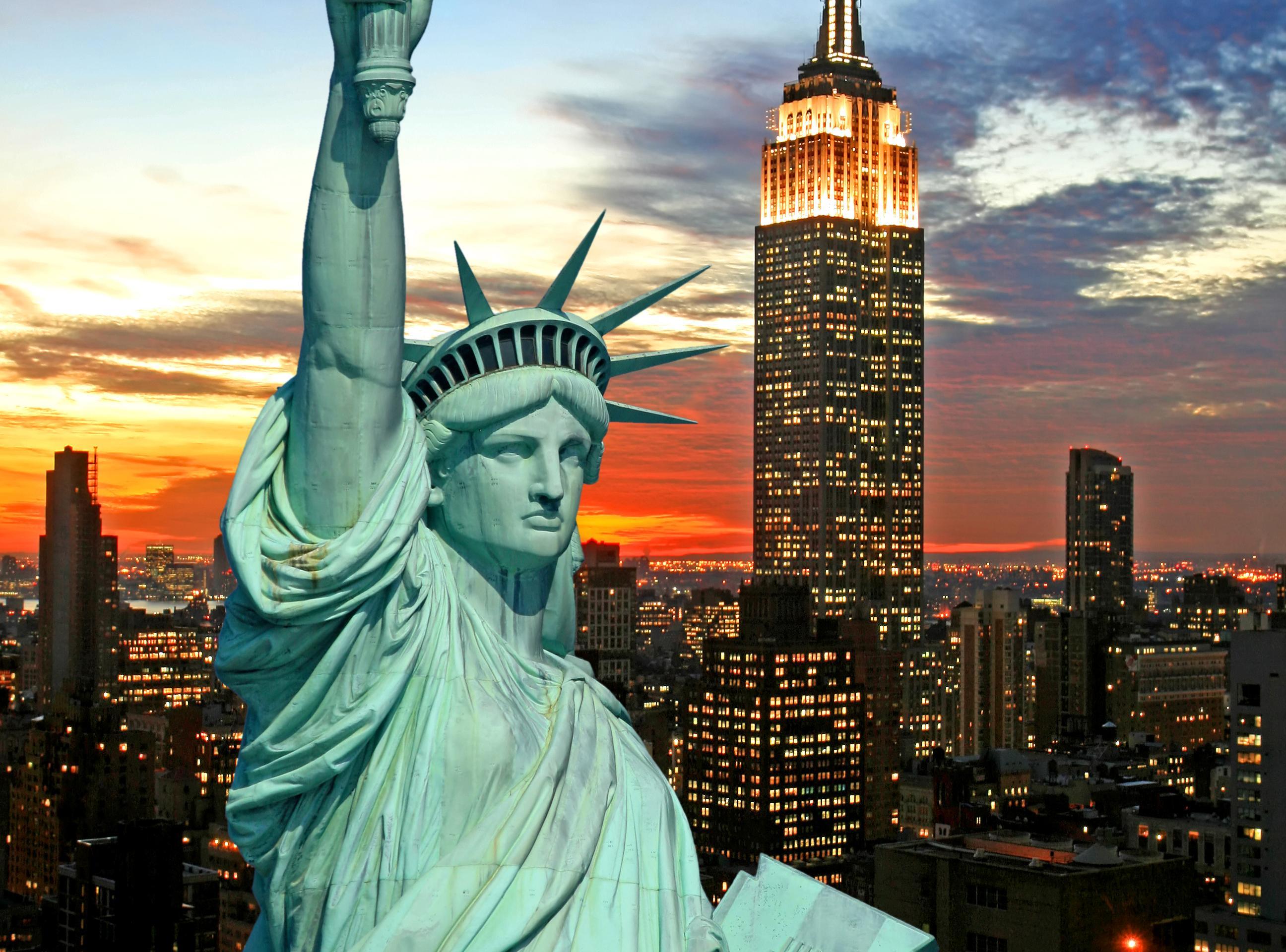 Ver la ciudad,City tours,Visitas en barco o acuáticas,Cruises, sailing & water tours,Estatua de la Libertad y crucero a Ellis Island,Statue of Liberty and Ellis Island Cruises,Con visita al Empire State,Empire State,Empire State
