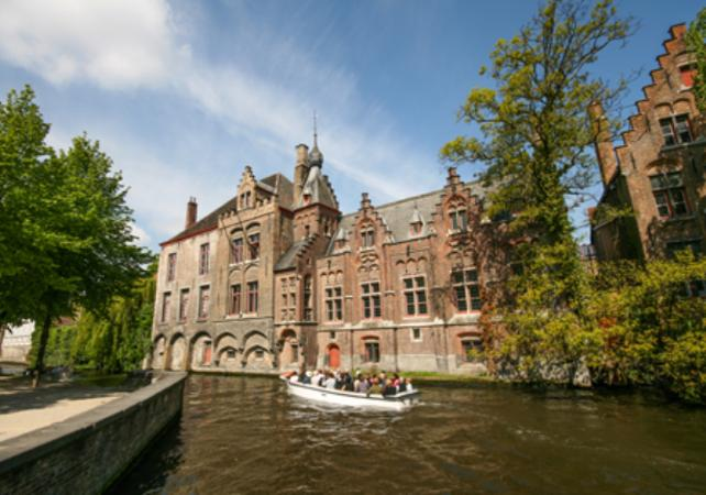 Visite privée de Bruges à pied, croisière sur les canaux et découverte d'une brasserie belge image 2
