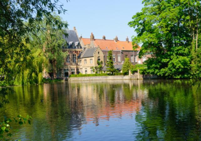 Visite privée de Bruges à pied, croisière sur les canaux et découverte d'une brasserie belge image 5