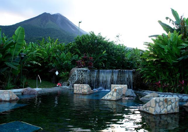 Journée détente : baignade dans les sources d'eau chaude de Baldi + déjeuner et diner avec vue sur le volcan Arenal - San José (Costa Rica) -