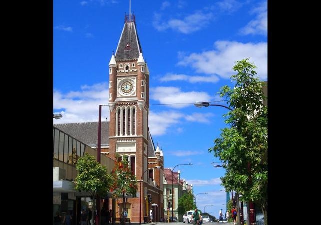 Tour 3 en 1 : visite guidée de Perth, tour de Fremantle en tram et croisière sur le fleuve Swan image 3