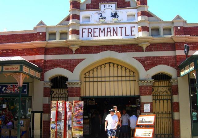 Tour 3 en 1 : visite guidée de Perth, tour de Fremantle en tram et croisière sur le fleuve Swan image 2