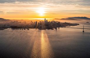 Survol en avion de la baie de San Francisco au coucher de soleil