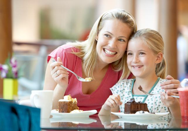 what restaurants do moms eat free on mother day