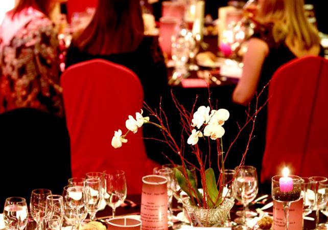 Nouvel an sur le Danube  : dîner-croisière et show - retour à l'hôtel inclus - Budapest -