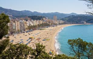 Discover the Costa Brava by bus, on foot or by boat
