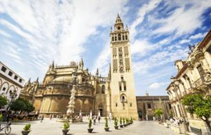 Guided Bus Tour of Seville & Visit the Alcázar, the Giralda and the Seville Cathedral – entry included