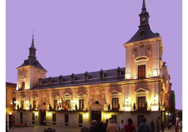 Tour nocturne de Madrid en bus touristique et dîner au « Café de la Ópera » - Madrid - Ceetiz