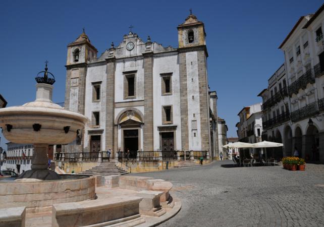 Visite d'Evora et dégustation de vins à Alentejo au départ de Lisbonne- départ hôtel - Lisbonne -