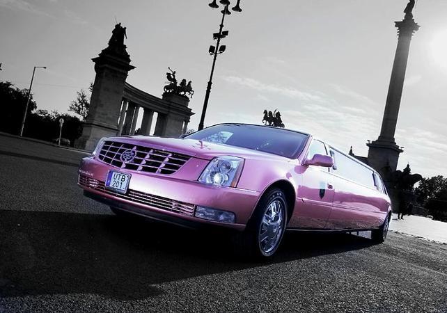 Transfert en Cadillac rose limousine de l'aéroport Ferenc Liszt à votre hôtel - Budapest -
