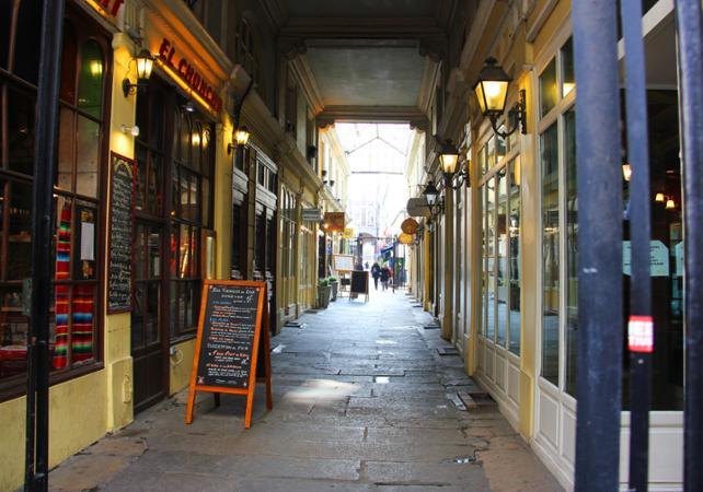 Visite de Saint-Germain-des-Près avec polaroïd (en Anglais) - new-paris -