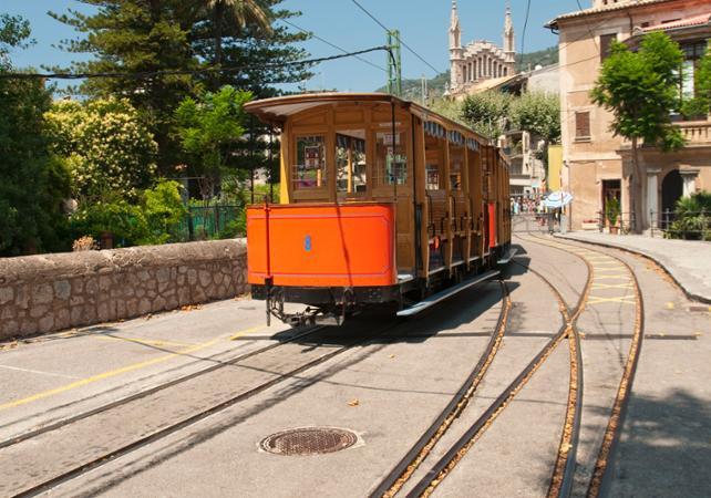 Découverte de l'ile de Palma de Majorque en bus, bateau, tramway et train – départ/retour hôtel - Palma de Majorque -