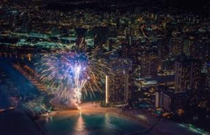 Helicopter flight: Waikiki fireworks (30 minutes) - in Oahu